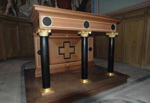 Denkmalpflege Kirchenaltar aus Holz